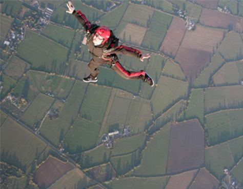 sky diving red
