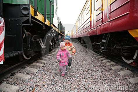two-children-trains-9292227