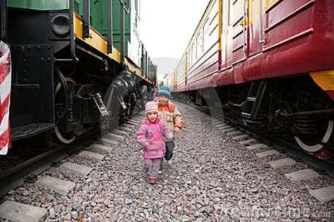 two-children-trains-9292227